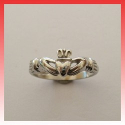 Anello Claddagh Sterling...